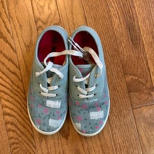 Other - Free w bundle purchase Girl sneaker size 2
